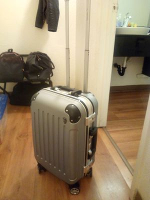 Carry On Size Locking Hard Case Luggage with 360 degree wheels for Sale in Walnut Creek, CA