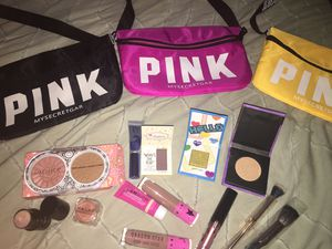 Fanny pink bag new and makeup for Sale in Manteca, CA