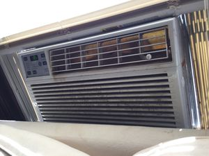 Air conditioner Works Great for Sale in Cleveland, OH