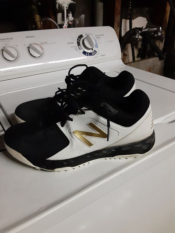 WOMANS NEW BALANCE SIZE 10