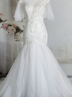 Ivory White Lace Mermaid Wedding Dress With Flutter Sleeve, Size 6 for Sale in Fort Lauderdale,  FL