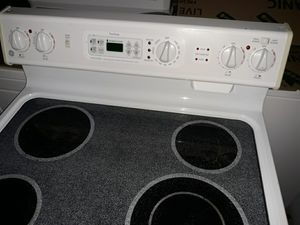 VERY NICE ELECTRIC OVEN STOVE SELF CLEANING VERY NICE Clean INSIDE and OUT for SALE for Sale in Bellevue, WA