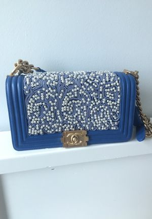 Beaded pearl Chanel boy bag for Sale in Chicago, IL