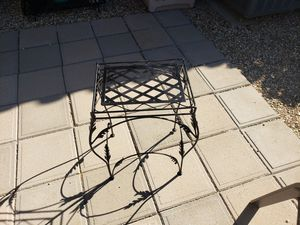 Small plant stand table for Sale in Glendale, AZ