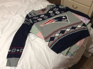 Women's XL NFL PATRIOT SWEATER. Perfect condition. Runs small. for Sale in Las Vegas, NV