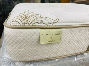 Matrress y box spring queen size stern Foster for Sale in Houston, TX