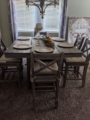 Rustic / Farm Dinning Table - Great Condition for Sale in North Las Vegas, NV