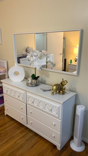 Dresser, nightstand and mirror for Sale in Paterson, NJ