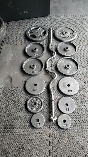 135lbs Standard Curl Bar and weights for Sale in Lansing, IL