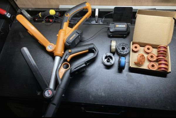 Pair of Worx trimmer/edger + accessories