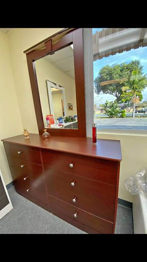 New Compressed Wood dresser with mirror for Sale in Banning, CA