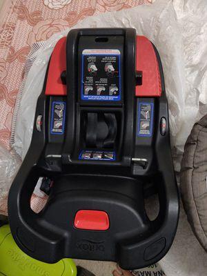 Britax B Safe 35 car seat with base for Sale in Fairfax, VA