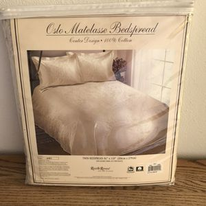 "Bedspread Twin size NEW Beige 100% cotton 82"" x 110"" Retails $80 for Sale in Huntington Beach, CA"