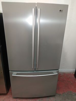 REFRIGERATOR LG FRENCH DOOR STAINLESS STEEL EXTREMELY CLEAN for Sale in Windsor Hills, CA