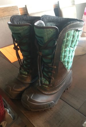 Girls size 1 North Face Boots for Sale in Walton Hills, OH