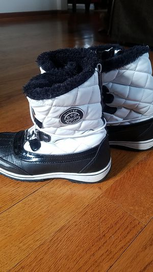 Totes snowboots girls size 3 for Sale in Lake Villa, IL