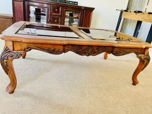 Solid wood antique coffee table for Sale in Desert Hot Springs, CA