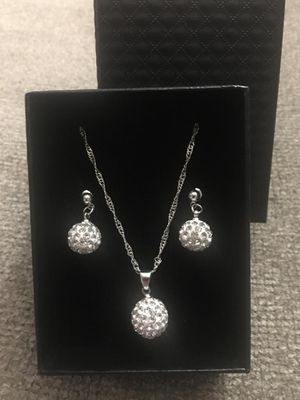 Beautiful jewelery with box for Sale in Raleigh, NC