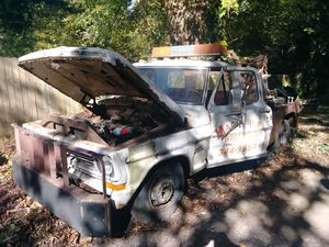 Ford f350 wrecker tow truck for Sale in Winston, GA
