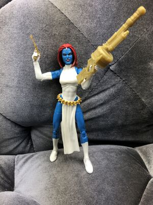 MARVEL LEGENDS MYSTIQUE WAL GREENS EXCLUSIVE Missing one head for Sale in Fresno, CA
