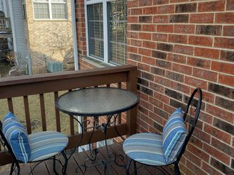 Outdoor Iron Bistro Set for Sale in Lombard,  IL