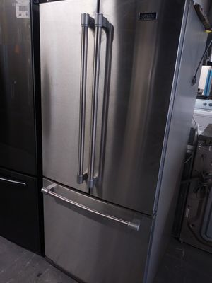 MAYTAG APT SIZE BOTTOM FREEZER 30 INCHES WIDE for Sale in La Habra, CA