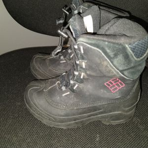 COLUMBIA SIZE 1 SNOW BOOTS for Sale in Santa Ana, CA