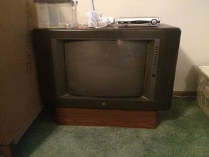 Vintage console tv free for Sale in Imperial, MO