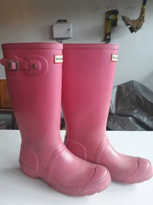 Girls size 4 pink hunter boots for Sale in Tacoma, WA
