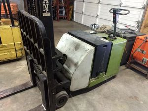 Clark Walk-Behind Forklift for Sale in Woodburn, OR