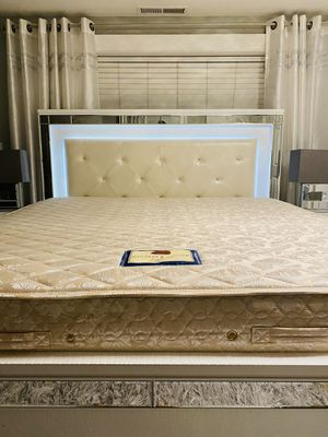VERY BEAUTIFUL STEARNS & FOSTER FIRM KING MATTRESS WITH MATCHING BOXSPRINGS!! DELIVERY AVAILABLE FOR $25 for Sale in Portland, OR