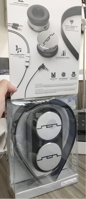 New in box Sol Republic Tracks HD V10 headphone headset works for IOS ipad iphone android Amazing Sound m for Sale in Whittier, CA