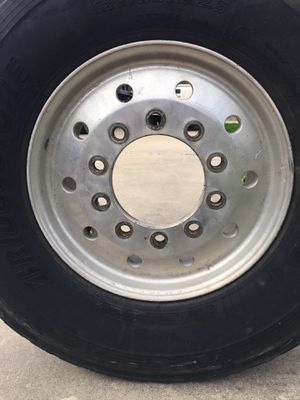 Two 22.5 flotation front rims for Sale in Beaumont, TX