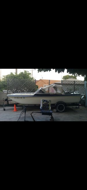 Free 17 ft project boat. for Sale in San Pedro, CA