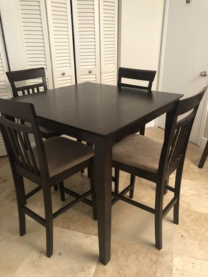 Wooden Dining Table 5 piece for Sale in Miami, FL