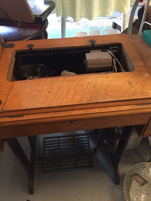 Singer Sewing Machine table with sewing machine for Sale in Boiling Springs, SC