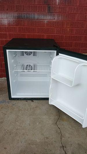 Black&decker mini fridge for Sale in Wichita, KS