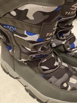 Kids Snow Boots Size 2/3 for Sale in Hollywood,  FL