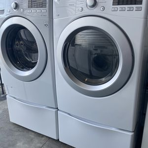 Nice Lg Front Load Washer And Dryer Electric High Efficiency for Sale in Fort Worth, TX