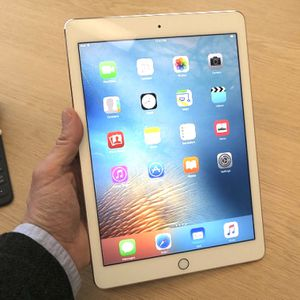 "iPad 9.7"" WiFi - 32GB Silver w/ Apple Care for Sale in Fresno, CA"
