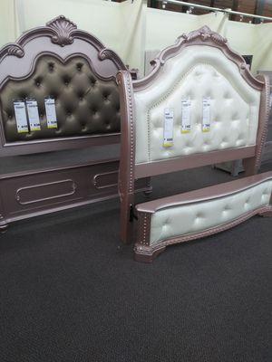 Elegantes recamaras for Sale in Fontana, CA
