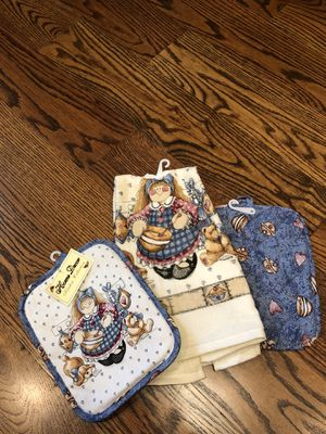 New with Tags Baker Girl 2 Pot Holders and Matching Towel for Sale in Plano, TX