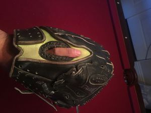 softball glove 13.5 inch for Sale in Las Vegas, NV