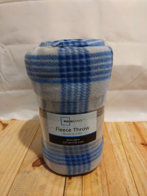 Mainstay fleece throw for Sale in Williamsport, PA