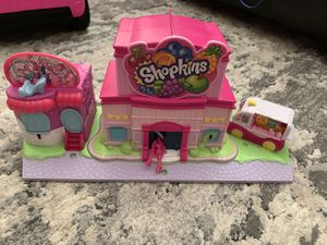 Shopkins lil secrets mall and grocery *read details before messaging for Sale in Los Angeles, CA