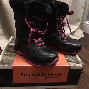 Girls Snow Boots Size 4 for Sale in Los Angeles, CA