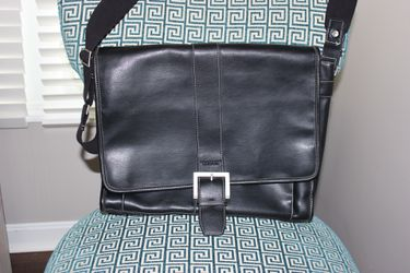 Kenneth Cole Messenger Bag for Sale in Canonsburg,  PA