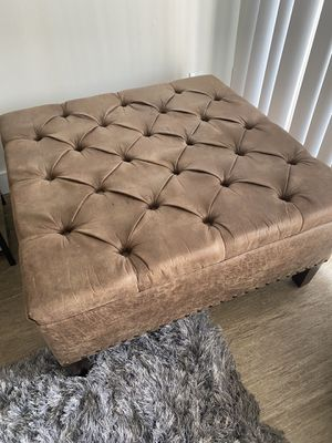Ottoman! Tufted like new! Barely used for Sale in Marina del Rey, CA