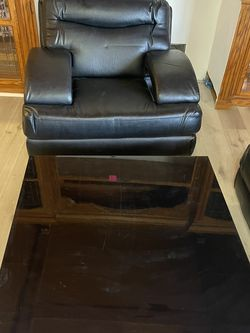 One Leather Chair And Table for Sale in Los Angeles,  CA