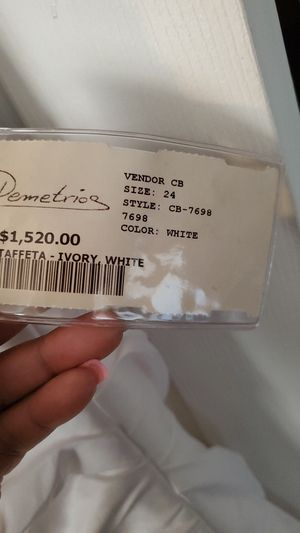 Wedding dress (size 24) for Sale in Raleigh, NC